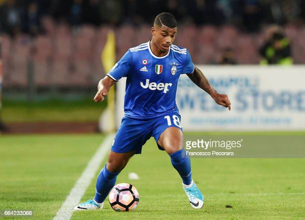 Mario Lemina of Juventus FC in action during the Serie A match between SSC Napoli and Juventus FC at Stadio San Paolo on April 2 2017 in Naples Italy