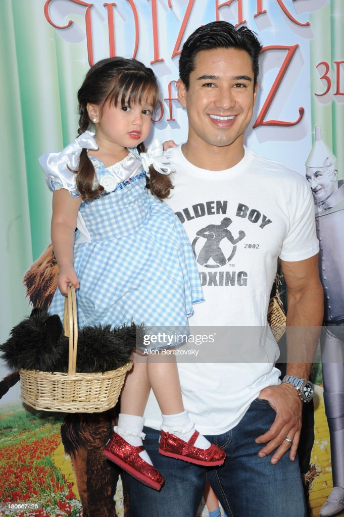 <a gi-track='captionPersonalityLinkClicked' href=/galleries/search?phrase=Mario+Lopez&family=editorial&specificpeople=235992 ng-click='$event.stopPropagation()'>Mario Lopez</a> and daughter Gia Francesca Lopez arrive at the world premiere of 'The Wizard Of Oz 3D' and grand opening of the new TCL Chinese Theatre IMAX at TCL Chinese Theatre on September 15, 2013 in Hollywood, California.
