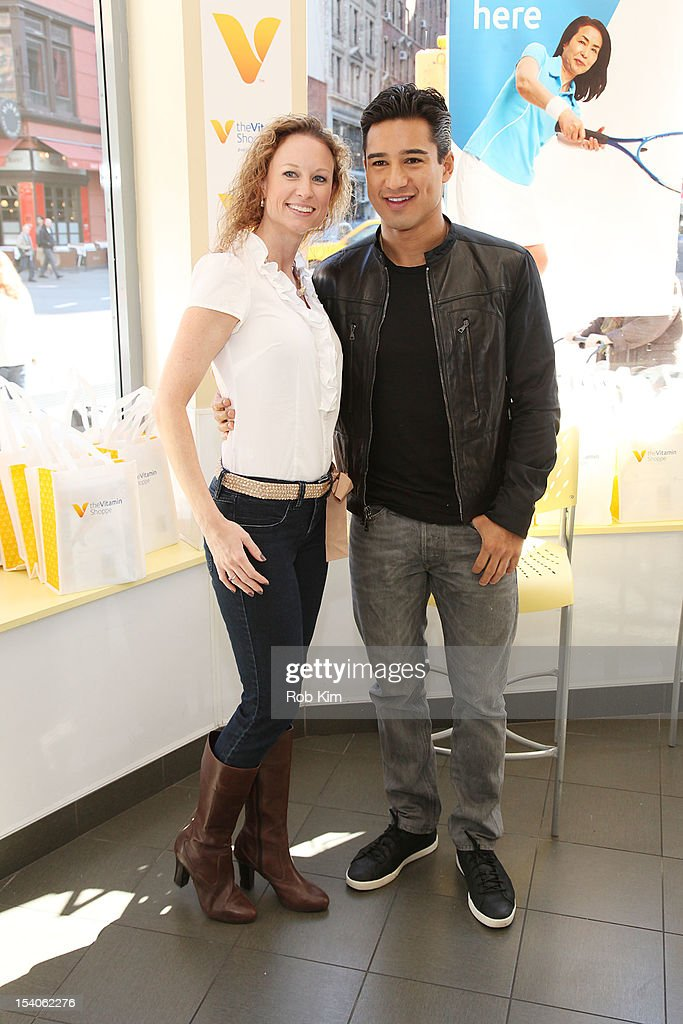 Mario Lopez (R) attends 2012 National Share The Health Event at The Vitamin Shop on October 13, 2012 in New York City.