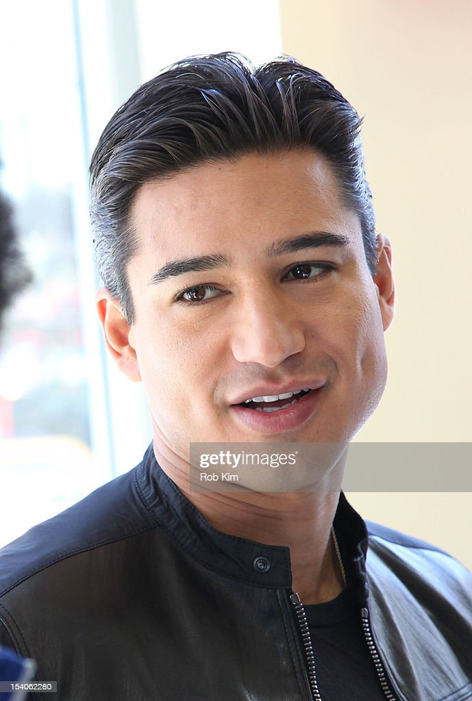 <a gi-track='captionPersonalityLinkClicked' href=/galleries/search?phrase=Mario+Lopez&family=editorial&specificpeople=235992 ng-click='$event.stopPropagation()'>Mario Lopez</a> attends 2012 National Share The Health Event at The Vitamin Shop on October 13, 2012 in New York City.