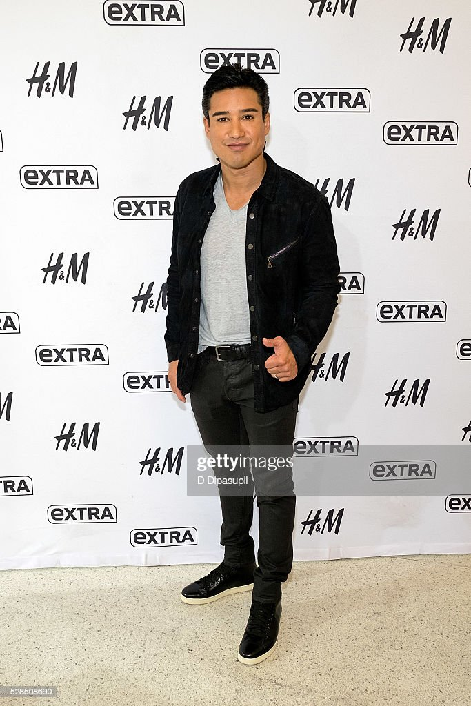 Mario Lopez hosts 'Extra' at their New York studios at H&M in Times Square on May 5, 2016 in New York City.