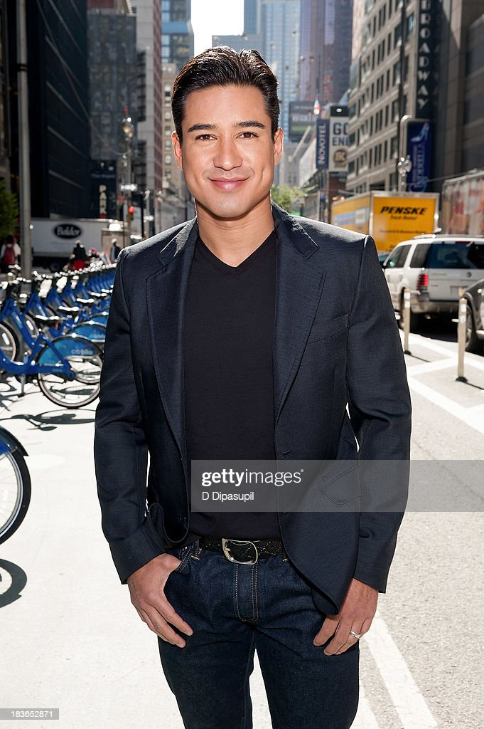Mario Lopez hosts 'Extra' in Times Square on October 8 2013 in New York City