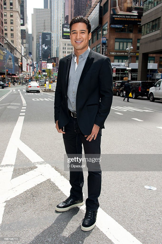 Mario Lopez tapes 'Extra' in Times Square on May 14, 2013 in New York City.