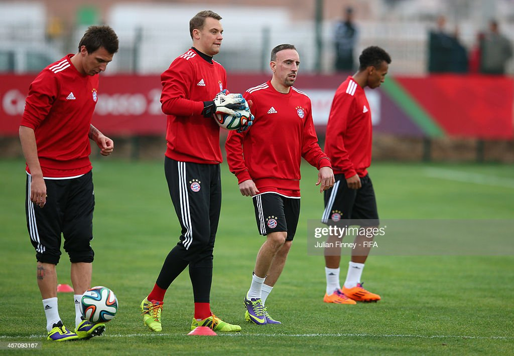 <a gi-track='captionPersonalityLinkClicked' href=/galleries/search?phrase=Mario+Mandzukic&family=editorial&specificpeople=4476149 ng-click='$event.stopPropagation()'>Mario Mandzukic</a>, <a gi-track='captionPersonalityLinkClicked' href=/galleries/search?phrase=Manuel+Neuer&family=editorial&specificpeople=764621 ng-click='$event.stopPropagation()'>Manuel Neuer</a>, <a gi-track='captionPersonalityLinkClicked' href=/galleries/search?phrase=Franck+Ribery&family=editorial&specificpeople=490869 ng-click='$event.stopPropagation()'>Franck Ribery</a> of Bayern Muenchen warm up during a training session outside the Agadir Stadium on December 16, 2013 in Agadir, Morocco.