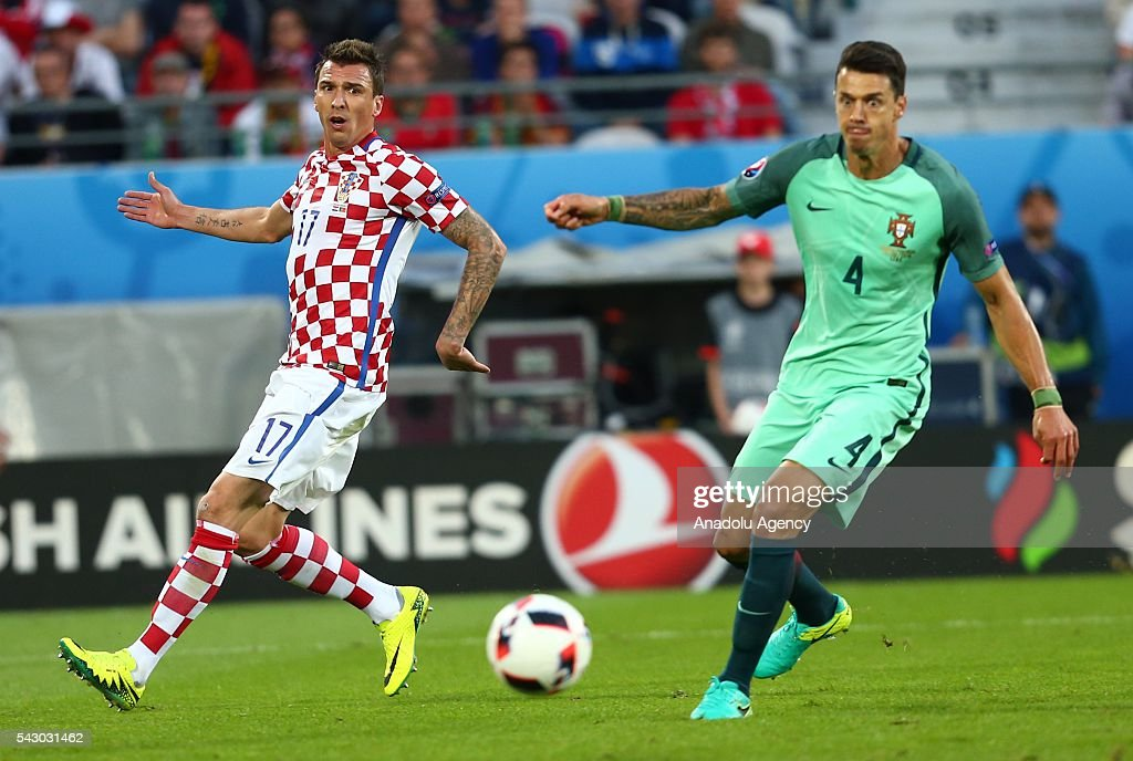 Mario Mandzukic (L) of Croatia in action against Jose Fonte (R) of Portugal during the Euro 2016 round of 16 football match between Croatia and Portugal at Stade Bollaert-Delelis in Lens, France on June 25, 2016.