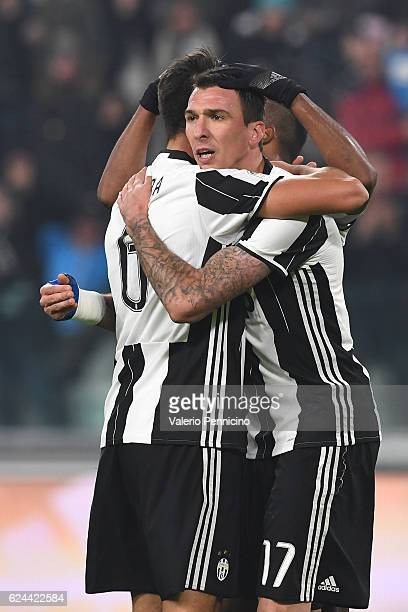 Mario Mandzukic of Juventus FC celebrates his goal with team mate Sami Khedira during the Serie A match between Juventus FC and Pescara Calcio at...