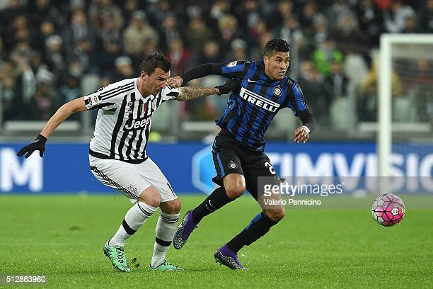 Mario Mandzukic of Juventus FC competes with Jeison Murillo of FC Internazionale Milano during the Serie A match between Juventus FC and FC...