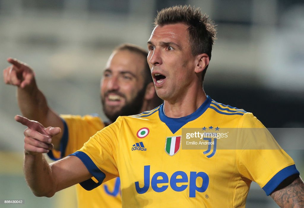 Mario Mandzukic of Juventus FC gestures during the Serie A match between Atalanta BC and Juventus at Stadio Atleti Azzurri d'Italia on October 1, 2017 in Bergamo, Italy.