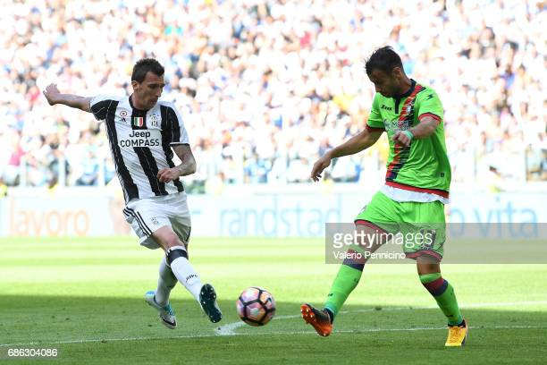 Mario Mandzukic of Juventus FC in action against Gian Marco Ferrari of FC Crotone during the Serie A match between Juventus FC and FC Crotone at...