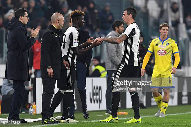 Mario Mandzukic of Juventus FC is repleaced by Moise Kean during the Serie A match between Juventus FC and Pescara Calcio at Juventus Stadium on...