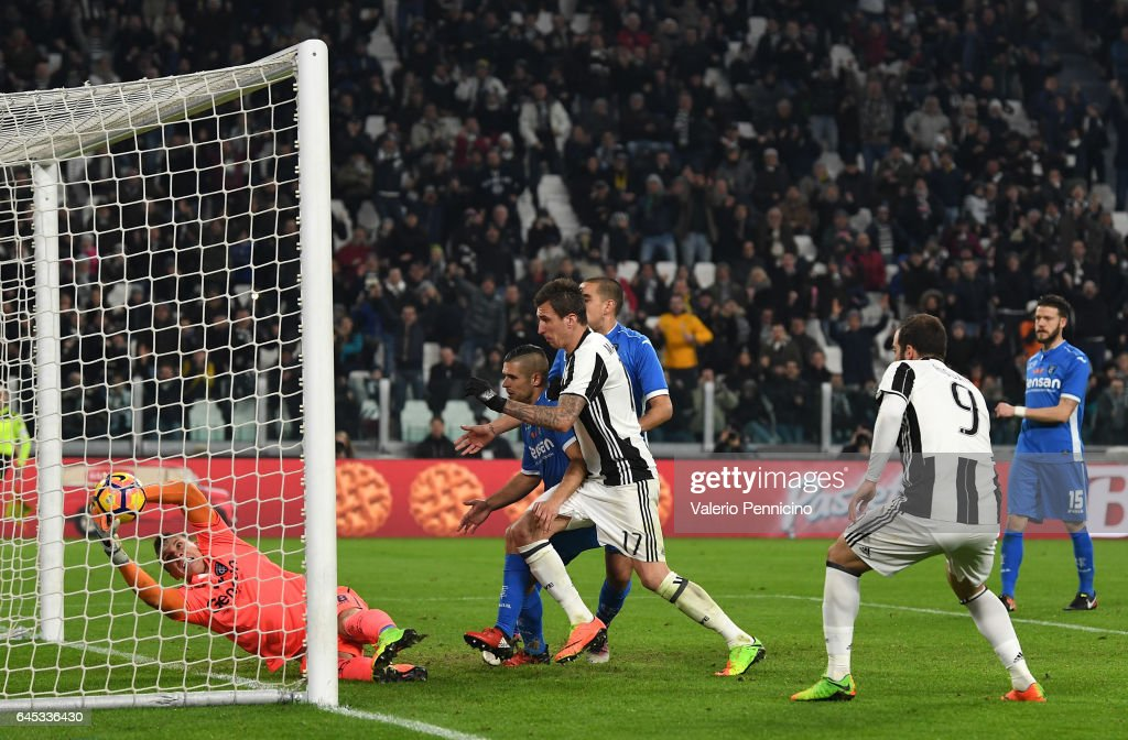 Mario Mandzukic (C) of Juventus FC scores the opening goal during the Serie A match between Juventus FC and Empoli FC at Juventus Stadium on February 25, 2017 in Turin, Italy.
