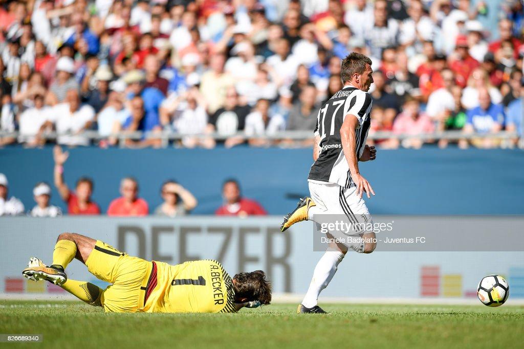 Real Madrid 2018-19 --Juventus / Man Utd Updates - Page 5 Mario-mandzukic-of-juventus-scores-01-goal-during-the-international-picture-id826689340