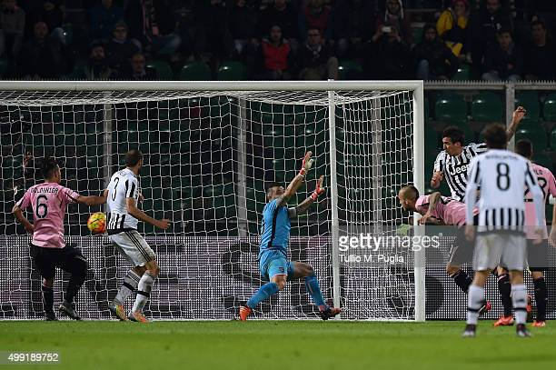 Mario Mandzukic of Juventus scores the opening goal during the Serie A match between US Citta di Palermo and Juventus FC at Stadio Renzo Barbera on...