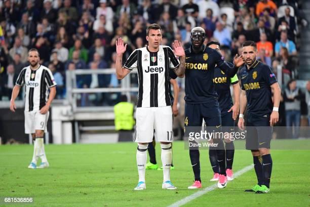 Mario Mandzukic of Juventus Tiemoue Bakayoko of Monaco and Joao Moutinho of Monaco await a corner during the Uefa Champions League match semi final...