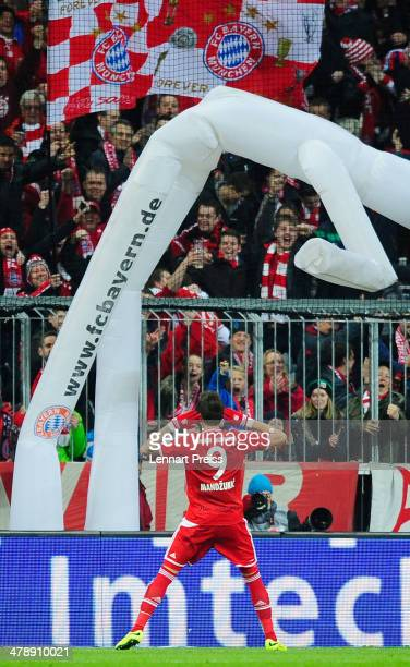 Mario Mandzukic of Muenchen celebrates his opening goal during the Bundesliga match between FC Bayern Muenchen and Bayer 04 Leverkusen at Allianz...