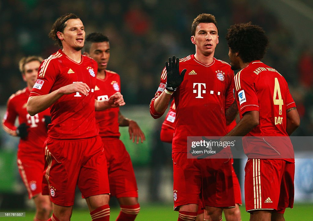 Mario Mandzukic (2nd R) of Muenchen celebrates with his team mates after scoring his team's first goal during the Bundesliga match between VfL Wolfsburg and FC Bayern Muenchen at Volkswagen Arena on February 15, 2013 in Wolfsburg, Germany.