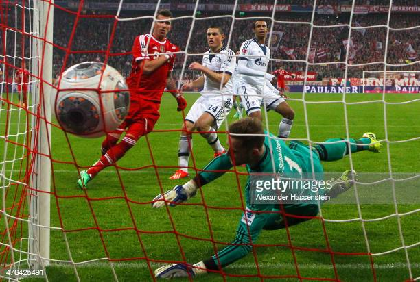 Mario Mandzukic of Muenchen scores the 3rd team goal against Ralf Faehrmann keeper of Schalke during the Bundesliga match between FC Bayern Muenchen...