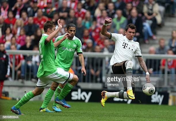Mario Mandzukic Robin Knoche wRicardo Rodriguez ob34 Fussball Bundesliga FC Bayern München VFL Wolfsburg