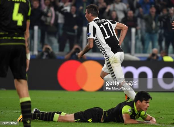 Mario Manzdzukic of Juventus celebrates his first goal during the UEFA Champions League group D match between Juventus and Sporting CP at Juventus...