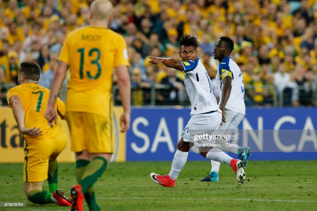 Mario Martinez of the Honduras calls for a hand ball after he takes this free kick during the 2nd leg of the 2018 FIFA World Cup Qualifier between the Australia and Honduras at Stadium Australia on November 15, 2017 in Sydney, Australia.