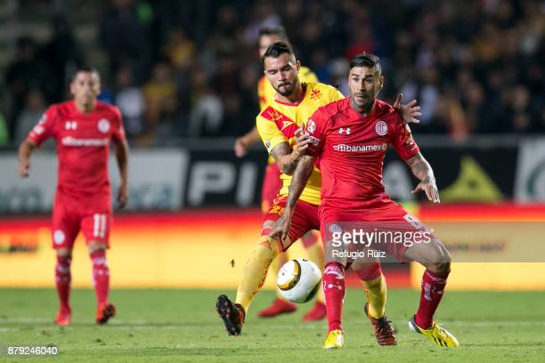 Mario Osuna of Morelia fights for the ball with Jesus Mendez of Toluca during the quarter finals second leg match between Morelia and Toluca as part...