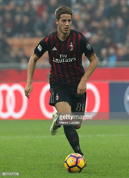 Mario Pasalic of AC Milan in action during the Serie A match between AC Milan and Pescara Calcio at Stadio Giuseppe Meazza on October 30 2016 in...