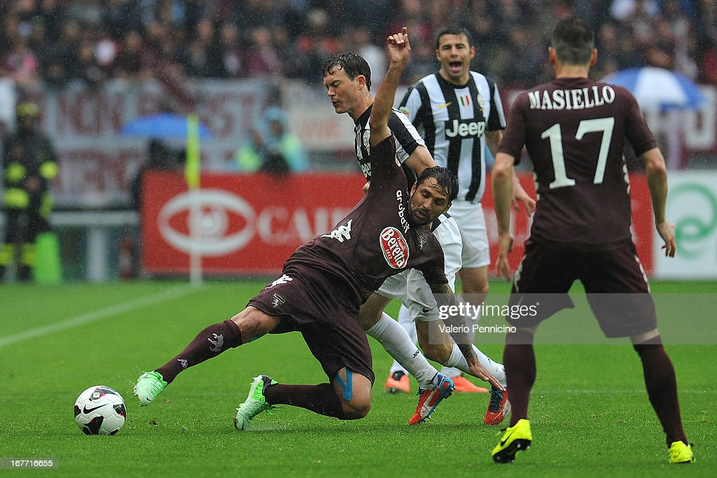 Mario Santana (L) of Torino FC is tackled by <a gi-track='captionPersonalityLinkClicked' href=/galleries/search?phrase=Stephan+Lichtsteiner&family=editorial&specificpeople=709876 ng-click='$event.stopPropagation()'>Stephan Lichtsteiner</a> of Juventus during the Serie A match between Torino FC and Juventus at Stadio Olimpico di Torino on April 28, 2013 in Turin, Italy.