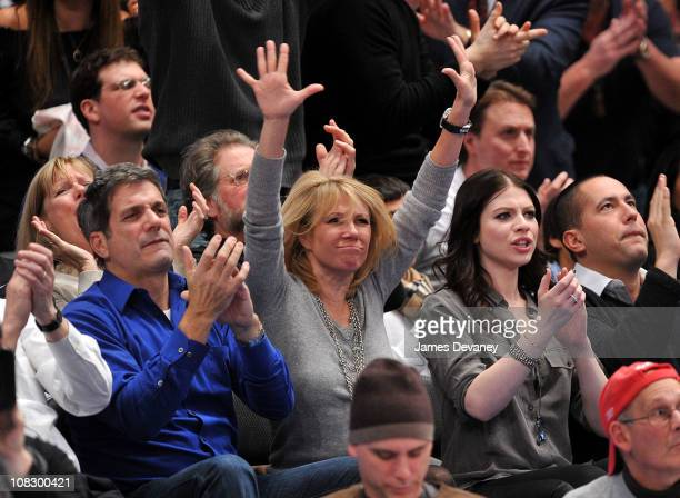 Mario Singer Ramona Singer and Michelle Trachtenberg attend the Washington Wizards vs New York Knicks game at Madison Square Garden on January 24...