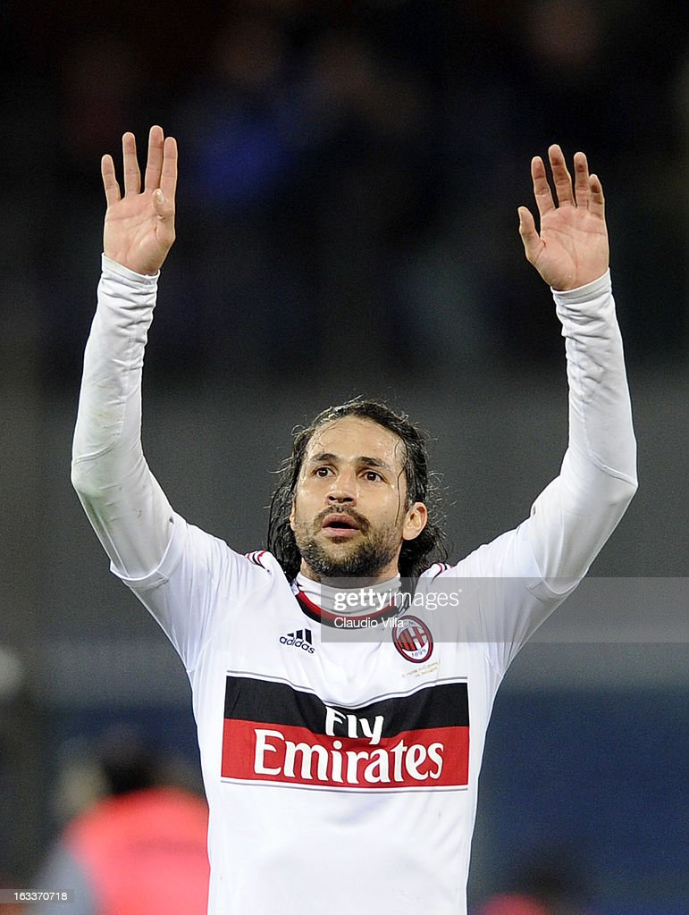 <a gi-track='captionPersonalityLinkClicked' href=/galleries/search?phrase=Mario+Yepes&family=editorial&specificpeople=648682 ng-click='$event.stopPropagation()'>Mario Yepes</a> of AC Milan celebrates victory at the end of the Serie A match between Genoa CFC and AC Milan at Stadio Luigi Ferraris on March 8, 2013 in Genoa, Italy.