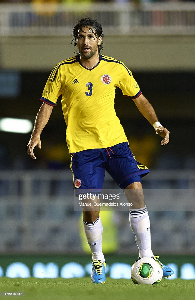 <a gi-track='captionPersonalityLinkClicked' href=/galleries/search?phrase=Mario+Yepes&family=editorial&specificpeople=648682 ng-click='$event.stopPropagation()'>Mario Yepes</a> of Colombia controls the ball during the International Friendly match between Colombia and Serbia at the Mini Estadi Stadium on August 14, 2013 in Barcelona, Spain.