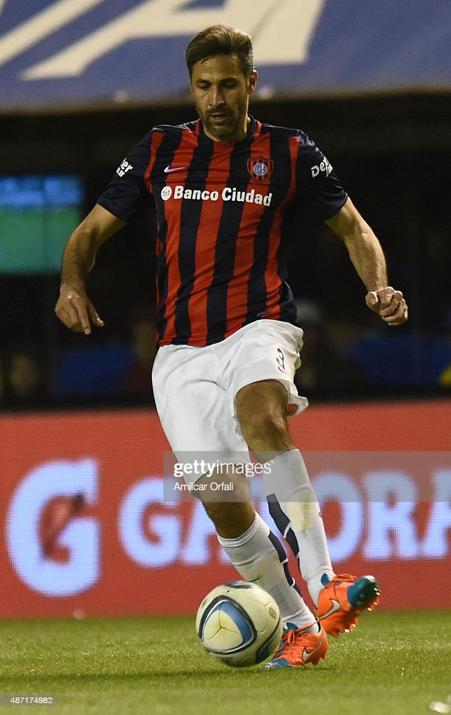 <a gi-track='captionPersonalityLinkClicked' href=/galleries/search?phrase=Mario+Yepes&family=editorial&specificpeople=648682 ng-click='$event.stopPropagation()'>Mario Yepes</a> of San Lorenzo controls the ball during a match between Boca Juniors and San Lorenzo as part of 23rd round of Torneo Primera Division 2015 at Alberto J. Armando Stadium on September 06, 2015 in Buenos Aires, Argentina.