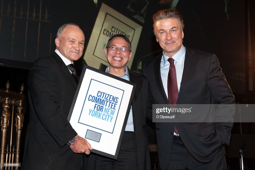 Marion Avenue Neighborhood Association president Cynthia Thompkins (C) receives the Osborn Elliott Award for Community Service from New York Police Department commissioner Raymond W. Kelly (L) and Alec Baldwin during the New Yorker For New York Gala 2013 at Gotham Hall on February 25, 2013 in New York City.