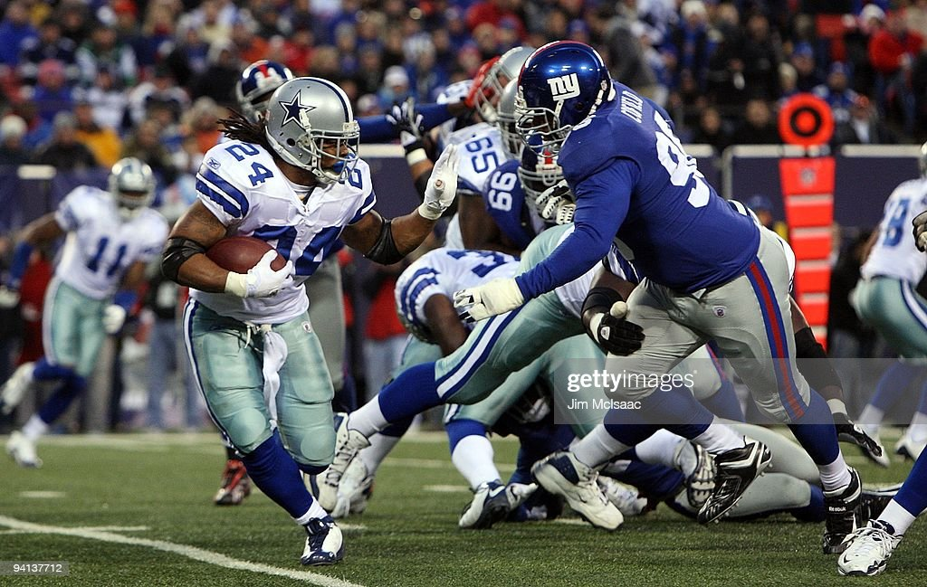 Marion Barber #24 of the Dallas Cowboys runs the ball in the first ...