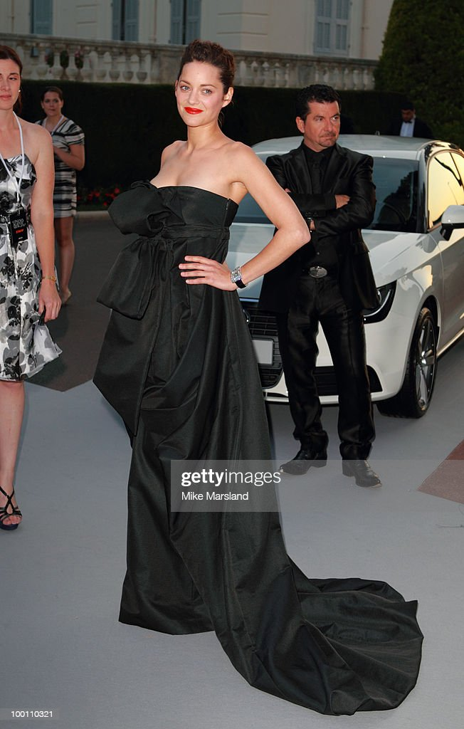 Marion Cotillard arrives at amfAR's Cinema Against AIDS 2010 benefit gala at the Hotel du Cap on May 20, 2010 in Antibes, France.