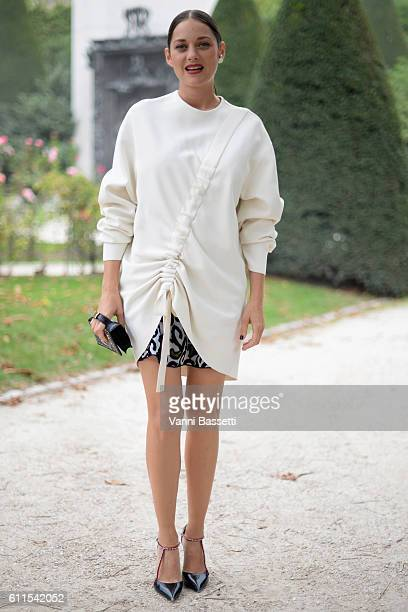 Marion Cotillard arrives at the Christian Dior show as part of the Paris Fashion Week Womenswear Spring/Summer 2017 on September 30 2016 in Paris...
