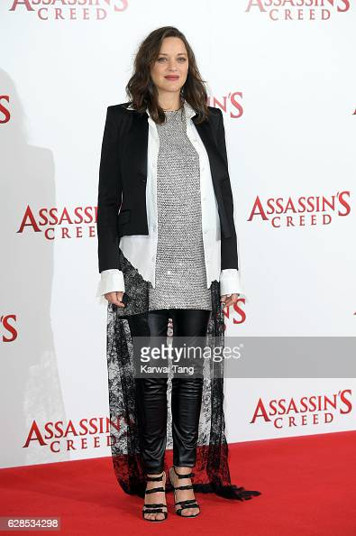 Marion Cotillard attends the 'Assassin's Creed' photocall at Claridges Hotel on December 8 2016 in London England