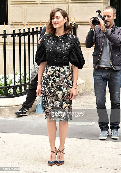 Marion Cotillard attends the Christian Dior Haute Couture Fall/Winter 20162017 show as part of Paris Fashion Week on July 4 2016 in Paris France