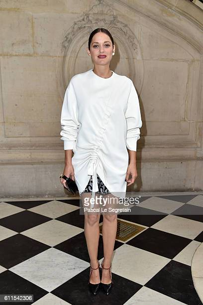 Marion Cotillard attends the Christian Dior show of the Paris Fashion Week Womenswear Spring/Summer 2017 on September 30 2016 in Paris France