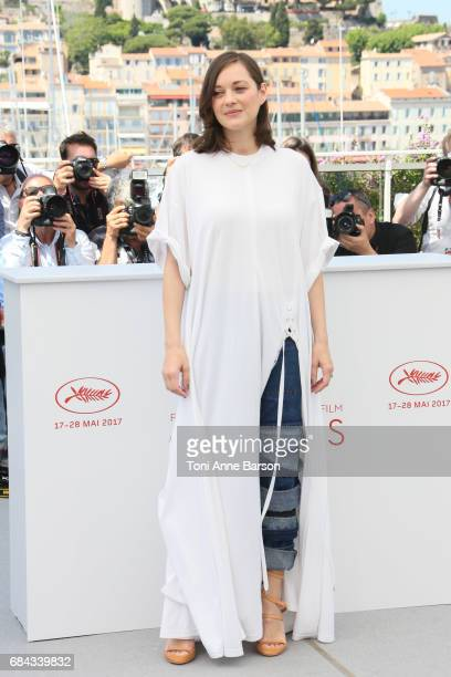 Marion Cotillard attends the 'Ismael's Ghosts ' photocall during the 70th annual Cannes Film Festival at Palais des Festivals on May 17 2017 in...
