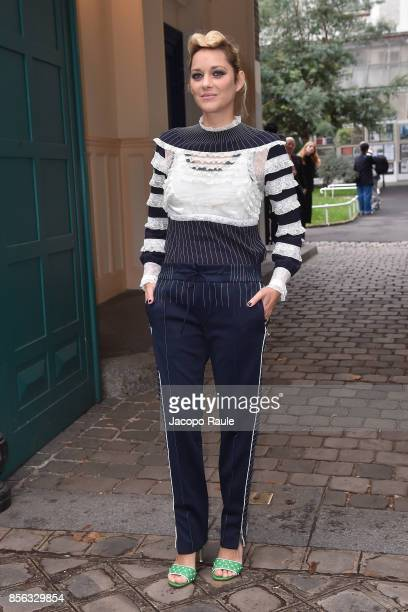 Marion Cotillard is seen arrivinga at Valentino show as part of the Paris Fashion Week Womenswear Spring/Summer 2018 on October 1 2017 in Paris France