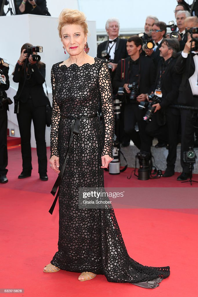Marisa Paredes attends the 'Julieta' premiere during the 69th annual Cannes Film Festival at the Palais des Festivals on May 17, 2016 in Cannes, France.