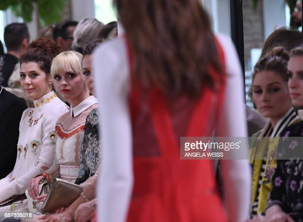 Marisa Tomei and Christina Ricci attend the Valentino Resort 2018 runway show on May 23 2017 in New York City / AFP PHOTO / ANGELA WEISS
