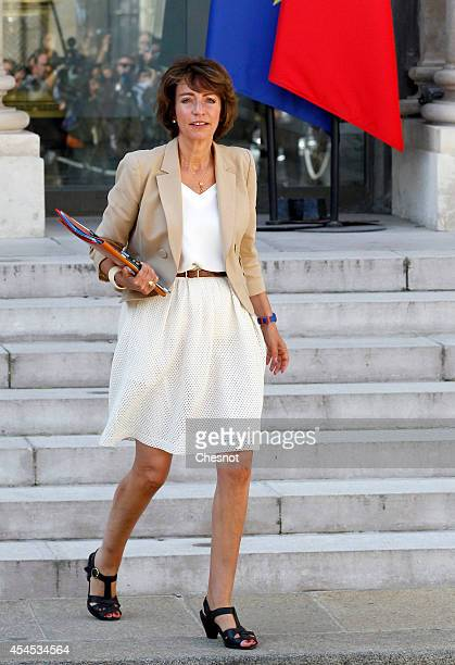 Marisol Touraine French Minister of Social Affairs leaves after a weekly cabinet meeting at the Elysee Presidential Palace in Paris on September 3 in...