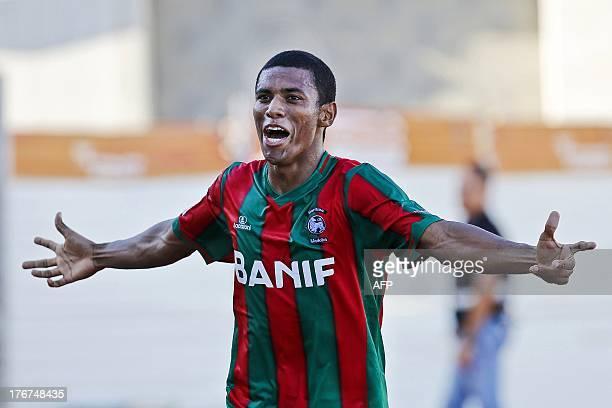 Maritimo's Brazilian forward Dias Marinho Van Derley celebrates after scoring during the Portuguese League football match Maritimo vs SL Benfica at...