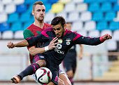 Maritimo's German defender Patrick Bauer vies with Benfica's Argentinian forward Eduardo Salvio during the Portuguese league football match CS...