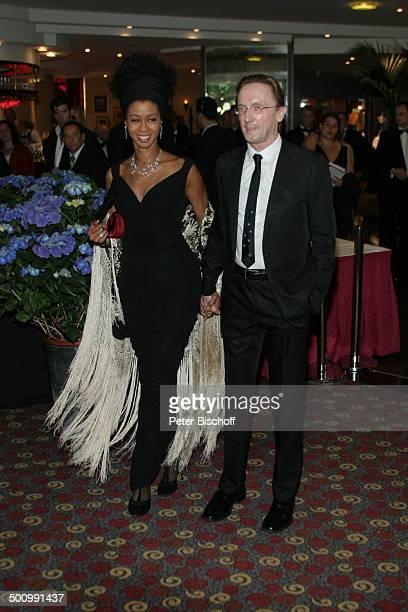 Marius MüllerWesternhagen Ehefrau Romney Westernhagen BenefizGala 'AdoptAMinefield' Düsseldorf PNr 695/2005 Hotel 'Swissotel' Foyer Dekollete Promi...