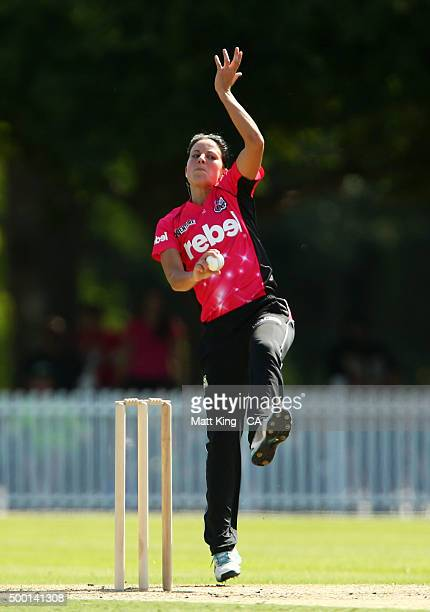Marizanne Kapp of the Sixers bowls during the Women's Big Bash League match between the Sydney Thunder and the Sydney Sixers at Howell Oval on...