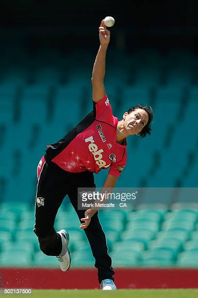 Marizanne Kapp of the Sixers bowls during the Women's Big Bash League match between the Sydney Sixers and the Perth Scorchers at Sydney Cricket...