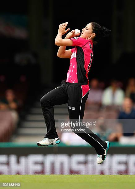 Marizanne Kapp of the Sixers bowls during the Women's Big Bash League match between the Sydney Sixers and the Sydney Thunder at Sydney Cricket Ground...