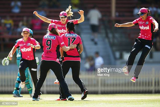 Marizanne Kapp of the Sixers celebrates with team mates after taking the wicket of Beth Mooney of the Heat during the Women's Big Bash League match...